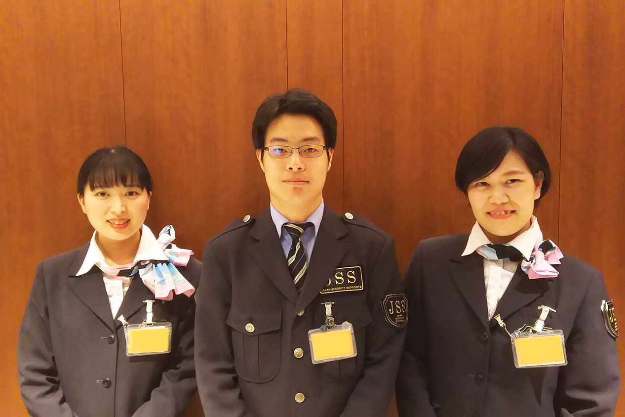 福岡空港で働くスタッフ