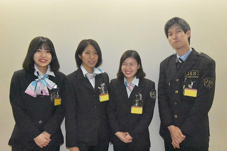 関西国際空港で働くスタッフ